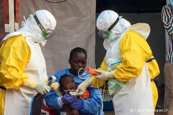 Jariatu est une ancienne patiente de MSF et a survécu à Ebola à Freetown, en Sierra Leone. Elle fait maintenant partie de l'équipe de prise en charge des jeunes enfants séparés de leur famille. Février 2015