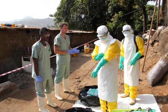 Une équipe MSF de lutte contre Ebola à Freetown, en Sierra Leone.