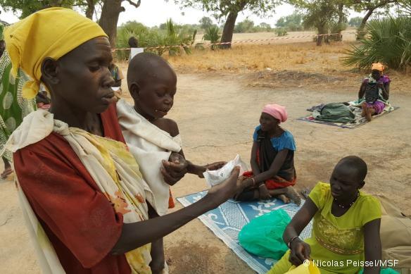 Roda est mère de deux enfants. Elle s'est rendue à la clinique avec ses deux enfants souffrant de malnutrition.