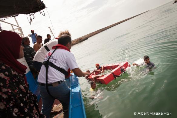 Démonstration pratique durant la formation de sauvetage dispensée par MSF aux prêcheurs.